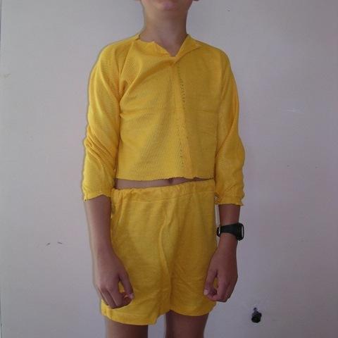 19 ensemble de blouses jaune à manches longues et short jaune