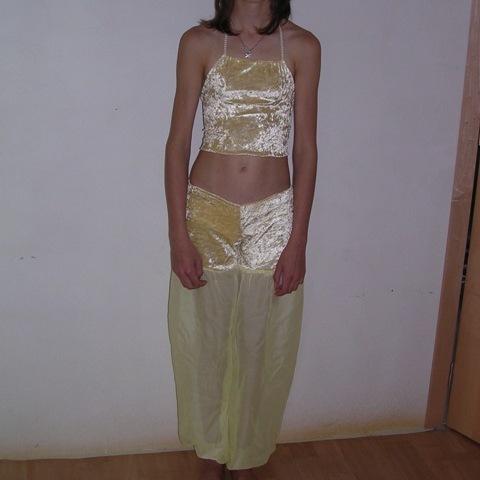 10 pantalons jaune Aladin et 10 pantalons bleu
